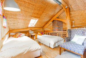 loft w 2 single beds